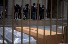 Tahanan Dapat Tugas Membuat Peti Mati untuk Korban Corona - JPNN.com