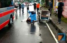 Seorang Pria Mendadak Pingsan di Tengah Jalan, Tak Ada Warga yang Berani Menolongnya - JPNN.com