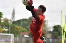 Final Piala Menpora: Kiper Persib Siap Bayar Kesalahan di Leg Pertama - JPNN.com