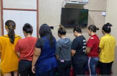 8 Pria dan 7 Perempuan Tepergok Tengah Berbuat Terlarang di Ruangan VIP Karaoke - JPNN.com