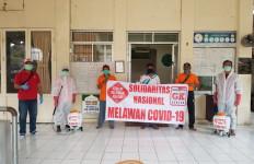 Forum Relawan Jokowi Lakukan Penyemprotan Disinfektan Tempat Ibadah di Bogor - JPNN.com