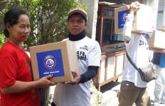 Pandemi Corona, Arema FC Berbagi Sembako untuk Warga Malang - JPNN.com