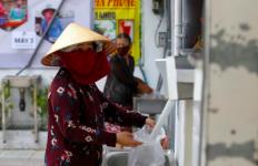 Salut! Pengusaha Kaya ini Menciptakan ATM Beras untuk Warga Miskin - JPNN.com