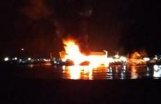 Kapal Bermuatan BBM Meledak di Nisel, Satu ABK Tewas, Lima Luka-luka - JPNN.com