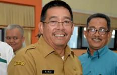 Bayi AL Sembuh dari Serangan Corona, Pak Bupati Antarkan Pulang ke Rumah - JPNN.com