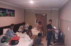 7 Wanita dan 10 Pria Berbuat Terlarang di Kamar Hotel - JPNN.com