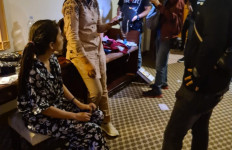5 Pria dan 1 Wanita Tepergok Tengah Berbuat Terlarang di Kamar Hotel - JPNN.com