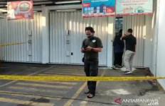 Polisi Tembak Mati Satu dari Empat Perampok Minimarket Alfamart Duren Sawit - JPNN.com