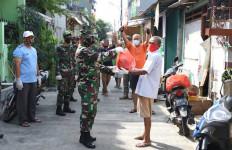 Luar Biasa! Aksi Personel TNI dan Polri Saat Penerapan PSBB Patut Dicontoh - JPNN.com