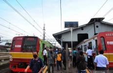Penumpang KRL Harus Memakai Baju Lengan Panjang selama di Kereta - JPNN.com