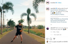 Adegan Berbahaya, Pemain Persija Ini Jugling Buah Durian - JPNN.com