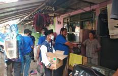 Kader Muda PAN Membagikan 200 Paket Sembako di Wilayah Tangerang - JPNN.com