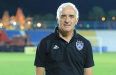 Pelatih Arema Tidak Bisa Pulang ke Argentina - JPNN.com