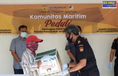 Bea Cukai Bagikan Paket Sembako Kepada Warga Terdampak Covid-19 - JPNN.com