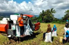 Di Tengah Pandemi Corona, Petani Pinrang ini Sukses Raup Omzet Besar dengan Alsintan - JPNN.com