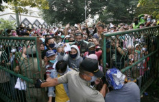 Bu Ade Yasin Kaget, Ketua Baznas Bogor Dapat Teguran - JPNN.com