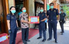 Bea Cukai Ngurah Rai Salurkan Bantuan Buat Kelompok Rentan Terpapar COVID-19 - JPNN.com