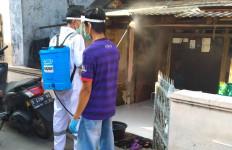 Perangi Pandemi Corona, Pendukung Jokowi Blusukan di Zona Merah Jakarta - JPNN.com