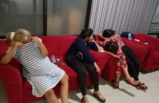 6 Wanita dan 4 Pria Diamankan dari Indekos, Lihat Fotonya - JPNN.com