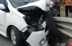 Pengemudi Daihatsu Ayla Tewas Mengenaskan, Lihat Mobilnya Jadi Kayak Begini - JPNN.com