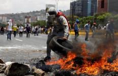 Krisis Makanan Picu Kerusuhan dan Penjarahan, Dor! Pria Tergeletak Berlumuran Darah - JPNN.com