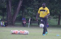 Jacksen F Tiago Liburkan Latihan Anak Karena Berpuasa - JPNN.com