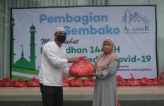 Pengelola Taman Pemakaman Muslim Al Azhar Memorial Garden Bagikan Ratusan Sembako - JPNN.com