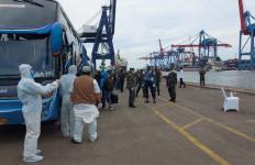 57 WNI ABK MV Artania Tiba di Jakarta, Semua Dibawa di RS Darurat Wisma Atlet - JPNN.com