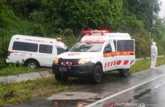 Ambulans yang Membawa Pasien Corona Alami Kecelakaan - JPNN.com