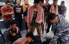 TNI AL Amankan Perahu yang Mengangkut 20 TKI Ilegal dari Malaysia - JPNN.com