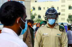 Keren, Begini Cara Polisi Dubai Perangi Virus Corona - JPNN.com