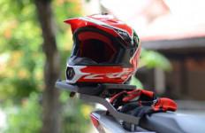 Kiat Memilih Helm untuk Pemotor yang Berkacamata - JPNN.com