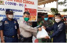 Yayasan Geray Yatim Dhuafa Bantu Petugas Cek Point PSBB Kota Tangerang - JPNN.com