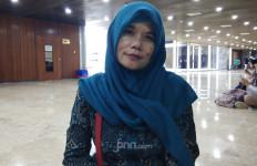 Titi Honorer K2 Minta Mendikbud Permudah Syarat Sertifikasi Guru - JPNN.com