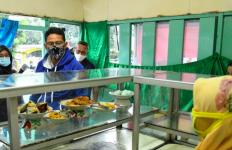 Sandiaga Borong Ratusan Nasi Bungkus, Pemilik Warteg Semringah - JPNN.com