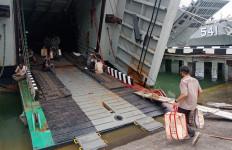 Peduli Dampak Covid-19, Koarmada II Kirim Bantuan 4.000 Paket Sembako ke Madura - JPNN.com