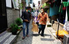 Satu Keluarga Positif COVID-19 Menolak Bantuan Pemkot Surabaya, Terungkap Alasannya - JPNN.com