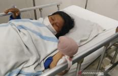 Dua Pria Jahat Bikin Bu Erdina Sampai Terkapar Begini - JPNN.com