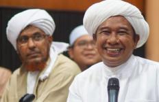 Kisah tentang Guru Zuhdi, Sosok Wali Bersahaja yang Sangat Dihormati Jemaah - JPNN.com