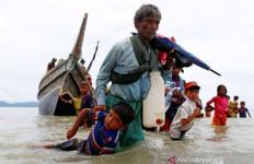 Terjebak di Laut, Ratusan Pengungsi Rohingya Kurus Kering, Belasan Meninggal di Kapal - JPNN.com