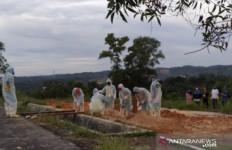 Di Bengkulu, Pemakaman Pasien Positif Covid-19 Abaikan Protokol Kesehatan - JPNN.com