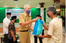 Bawa Sembako untuk Warga Terdampak Covid-19, Ganjar Beri Pesan Khusus - JPNN.com