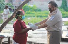 Peduli COVID-19, Kantor Karantina Perikanan Berikan Donasi Nasi Ikan - JPNN.com