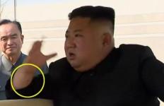 Lihat, Ada Keanehan di Tangan Kanan Kim Jong-un - JPNN.com