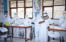 Wagub Jabar Tinjau Pelaksanaan Tes Masif COVID-19 Bagi Pemuka Agama - JPNN.com