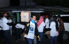 Cak Machfud Bagikan 15 Ribu Paket SembakoSelama PSBB - JPNN.com