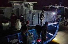 TNI AL Gagalkan Penyeludupan 30 TKI Ilegal di Sungai Tembilik - JPNN.com