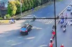 Mobil Tabrak Motor di Jalan Pajajaran Bogor, Begini Kronologinya, Ngeri! - JPNN.com
