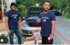 Viral Ada Pemuda Tampan Bagi Uang dalam Kardus Mi, Ferdian Paleka Harus Lihat! - JPNN.com