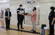 Cegah Corona, Ivan Gunawan Bagikan 4.000 Hand Sanitizer - JPNN.com